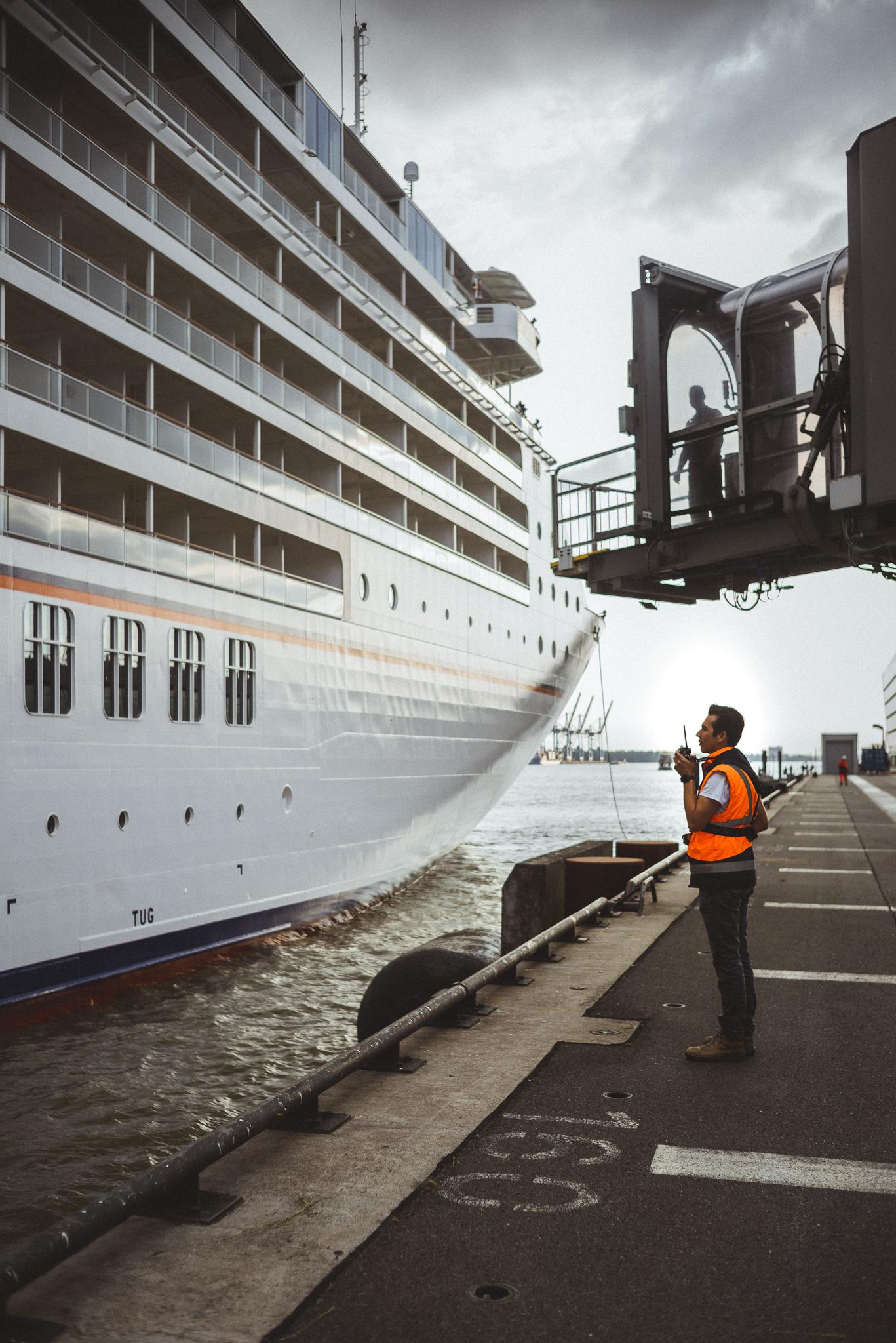 lockdown hamburg - rebooting society - Cruise Center Hamburg - Arbeitswelten - Martin Foddanu Photography